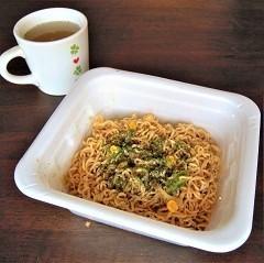 マルちゃん やきそば弁当 焼とうきび風焦がし醬油味-4.JPG