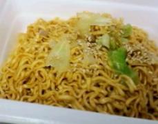 マルちゃん やきそば弁当 坦々麺-1.png